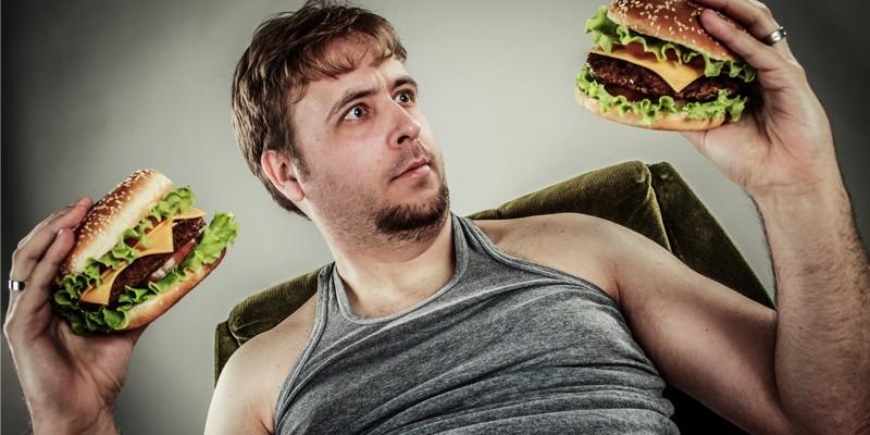 Мужчина с гамбургерами