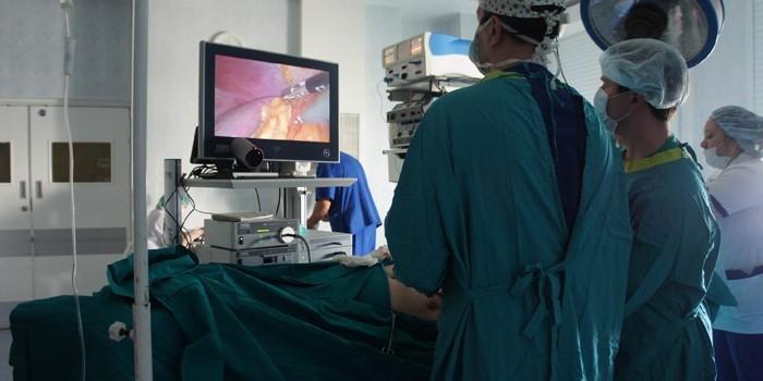 Хирургическая бригада на операции