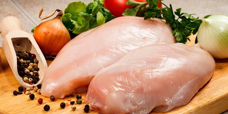 Овощи, специи и куриная грудка