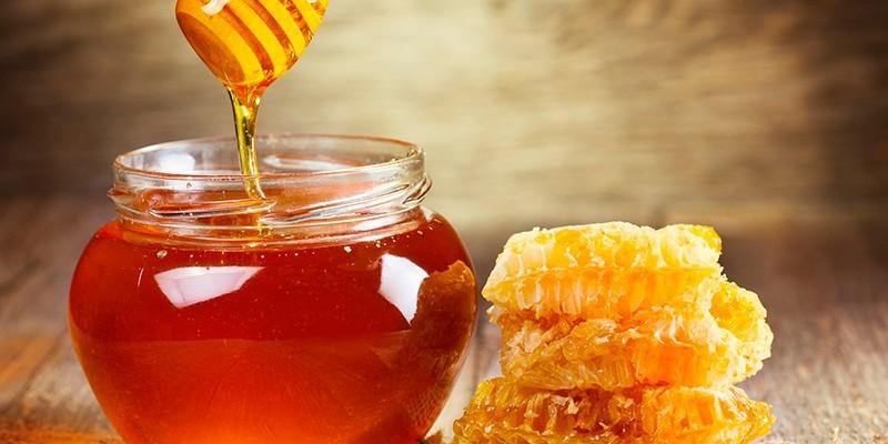 Мед в банке и соты