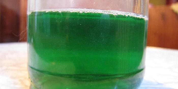 Моча темно-зеленого цвета
