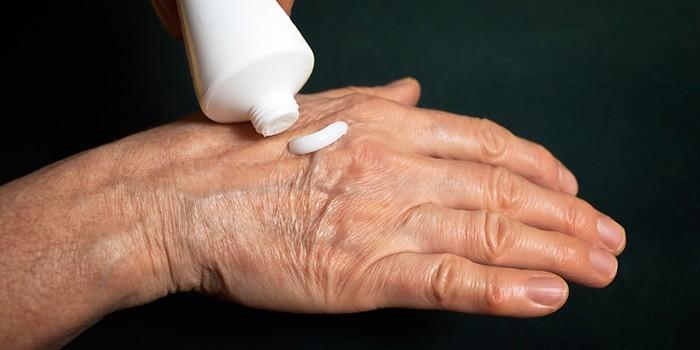 Мазь на коже руки