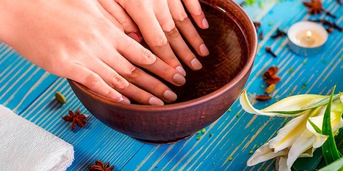 Ванночка для рук с настоями трав