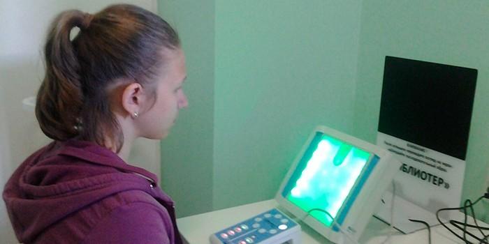 Девочка на сеансе физиотерапии