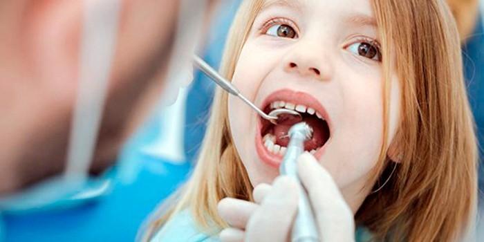Ребенок у зубного врача