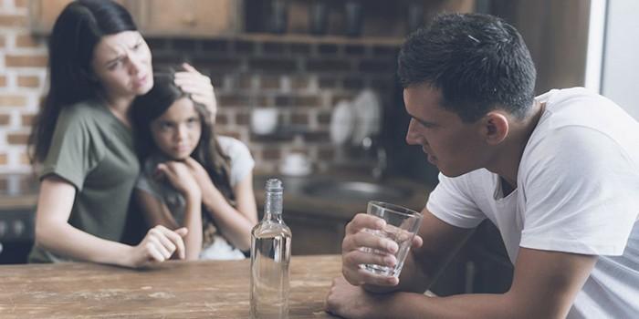 Алкоголик отрицает проблему