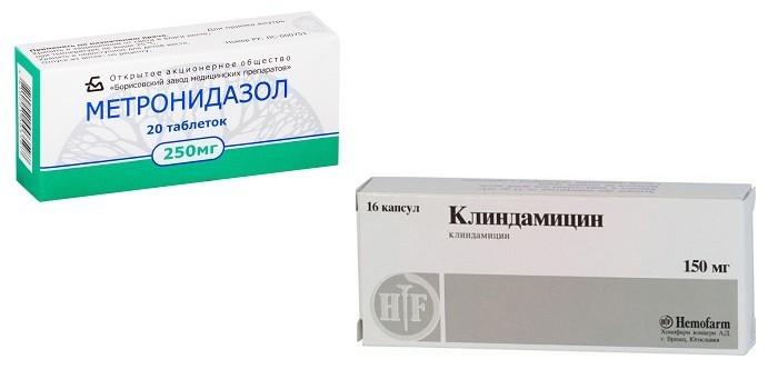 Таблетки Метронидазол и капсулы Клиндамицин