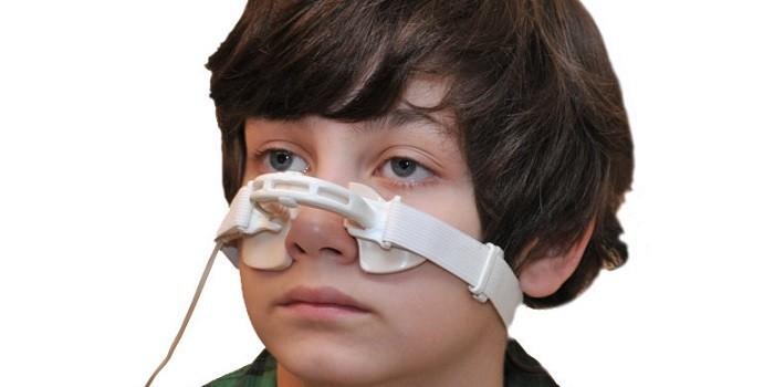 Мальчик на сеансе магнитотерапии