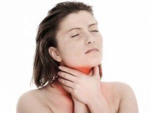 Что делать, если першит в горле - медикаментозная и народная терапия