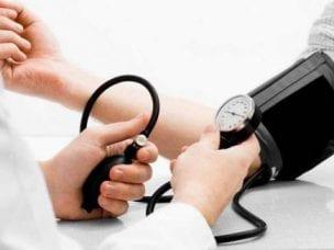 Давление при инсульте: первые симптомы, лечение заболевания
