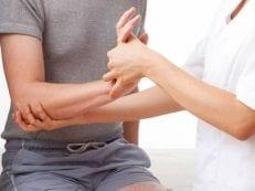 Гигрома запястья руки — причины возникновения, лечение медикаментами, операцией и народными средствами
