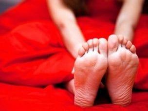 Горят ноги: причины, что делать при жжении ступней