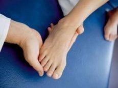 Как лечить артроз стопы в домашних условиях: народными средствами и медикаментами, видео