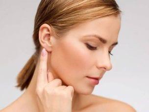 Как обезболить ушную боль с помощью препаратов и народных средств