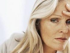 Киста яичника при климаксе  — симптомы, лечение и показания к хирургической операции у женщин