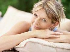 Когда наступает климакс — примерный возраст женщины для начала периода менопаузы и причины отклонений