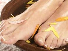 Лечение грибка ногтей народными средствами — рецепты и способы борьбы с недугом