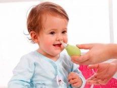 Лечение насморка у детей в домашних условиях — список лекарственных препаратов и народных рецептов