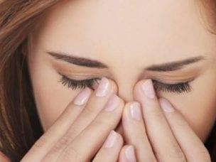 Почему глаза слезятся на улице - причины и методы лечения