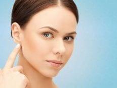 Почему мокнет за ухом — сопутствующие симптомы, лечение, профилактика