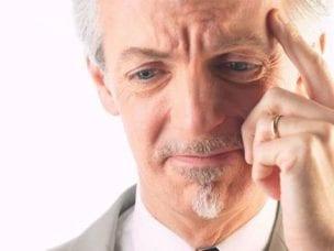Потеря памяти у пожилых людей: причины, признаки и восстановление
