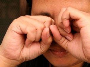Причины зуда в глазах - симптом возможных заболеваний, методы лечения