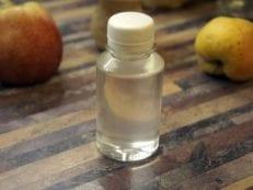 Вазелиновое масло — применение в косметологии и для лечения запоров